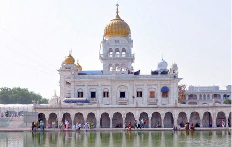 Sarovar Gurudwara Bangla Sahib Delhi